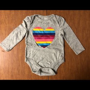EUC Baby Gap Sz 18-24M Grey w/ Rainbow Heart Onsie